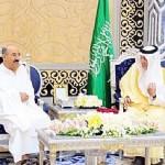 أمير البلاد أدى مناسك العمرة في مكة المكرمة فجر اليوم