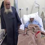 """""""تسعيني"""" يرافق صديقه """"الثمانيني"""" بالمستشفى بعد رعايته 79 عاماً"""